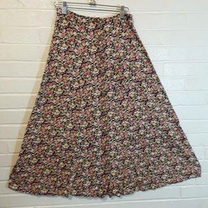 Vintage floral button down maxi skirt. 🌺 classic